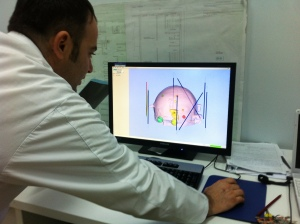Doktor Xhumari duke punuar